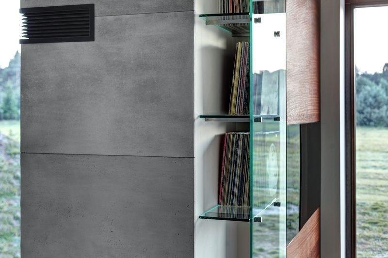 betonowa kolumna w pokoju