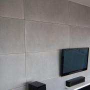 ściana z płyt w salonie